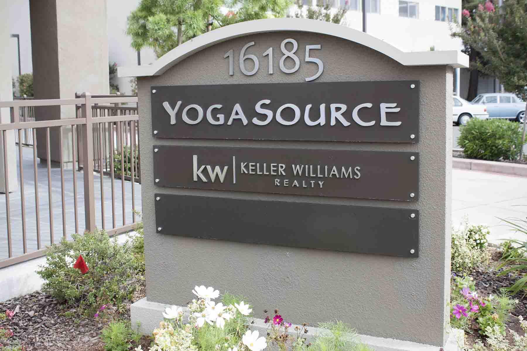 Yoga+KW Monument